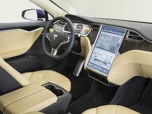 カーナビはGoogle Map? 巨大なタッチパネルで車を管理