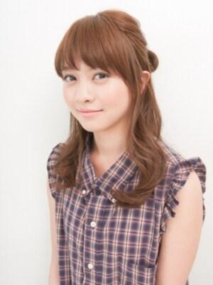 前髪と後れ毛で作る小顔ハーフアップ