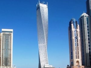 【ドバイ】100年後はこんなビルが定番になるのでしょうか。ねじれビル「カヤンタワー」