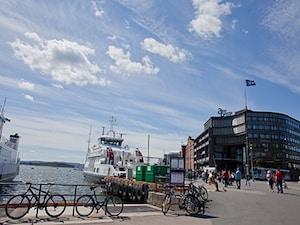 フィヨルド沿いの開発地区と、驚きの現代美術館