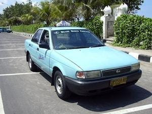 【インドネシア】エメラルド色の明るいタクシー!バリ島の安全タクシーといえばこちらです
