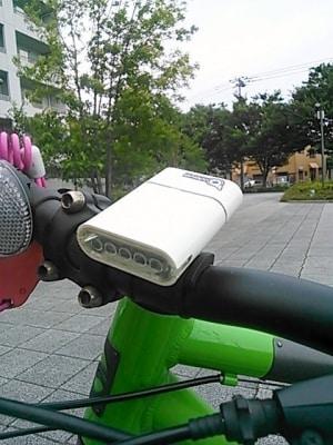 通勤もスタイリッシュに!充電型の【ヘッドライト】