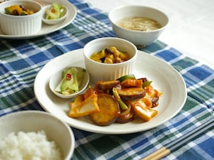 厚揚げと夏野菜の甘酢炒め定食