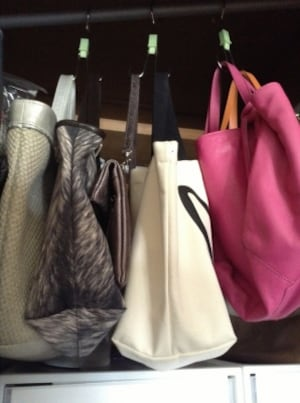 バッグはS字フックで賢く収納