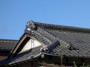 昔ながらの「入母屋(いりもや)屋根」