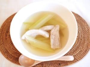 セロリのナンプラースープ