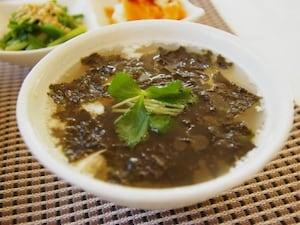 豆腐と海苔のレンチンスープ