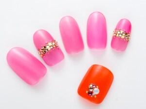 まるでチューリップ!鮮やかな透け感ピンクネイル