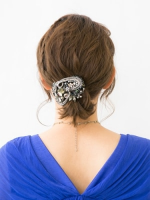 うねりを生かしたセレブ風まとめ髪