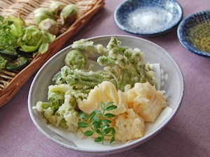 タラの芽と山菜の天ぷら