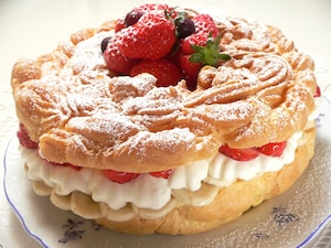 大きなリングシュークリームケーキ