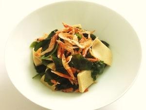 わかめと高野豆腐の煮びたし