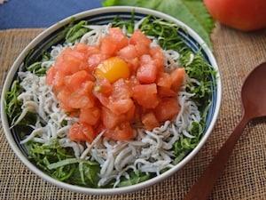 トマトたっぷり夏の3色丼
