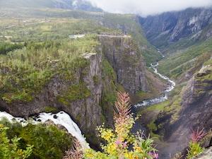 ノルウェー最大の滝でマイナスオーラに癒される