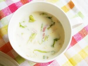 レタスとベーコンの豆乳スープ