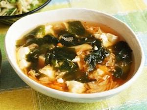 豆腐とわかめのキムチスープ