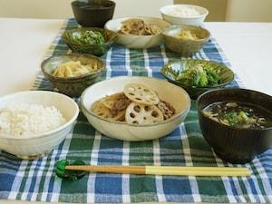 野菜たっぷりの牛肉とレンコンのきんぴら風定食