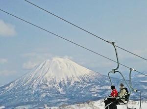 正面に羊蹄山を見ながら絶景スキー