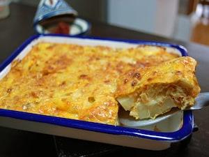 チュニジアのチーズとひき肉のオムレツ