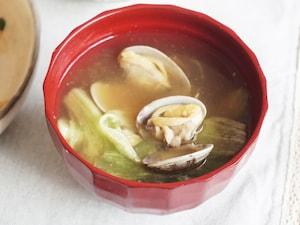 あさりとレタスの味噌汁