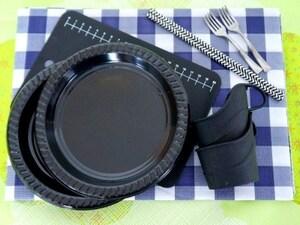 黒の食器を組み合わせてハロウィン感アップ