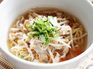 お店の味が自宅で作れる、もやしたっぷり酸辣湯