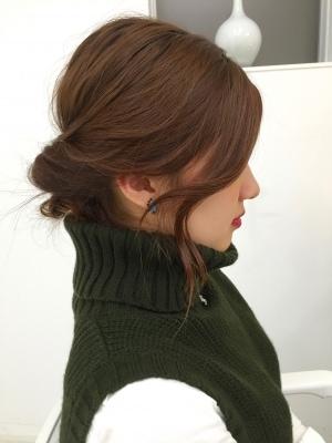 オフィスもデートもOK!丸め込むだけの簡単まとめ髪