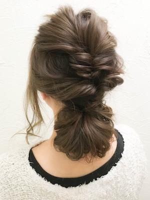 3連くるりんぱでまとめ髪
