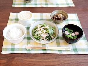 鶏胸肉と春菊のピリ辛サラダ定食
