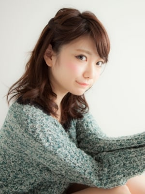 浴衣にも洋服にも似合う編み込みハーフアップ