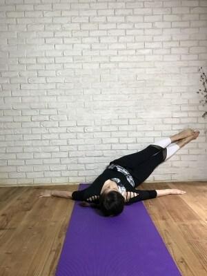 ごろごろしながらくびれを作る30秒トレーニング