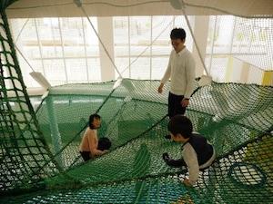 子供の室内遊び場「京王あそびの森 HUGHUG」(多摩動物公園駅:徒歩3分)