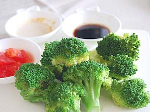 ゆでブロッコリーと3種のソース