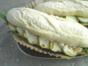 蜂蜜チーズサンドイッチ