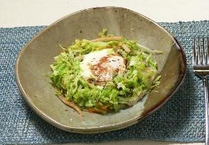 巣ごもり玉子のホットサラダ