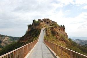【イタリア】 チヴィタ・バーニョレッジョ 別名「死にゆく町」。最後の町で束の間の休息を