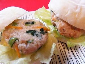野菜たっぷり!鶏挽き肉のナムルバーグバーガー