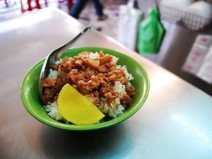 台北の魯肉飯店