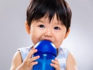 真夏の水分補給…赤ちゃんは母乳だけで大丈夫?