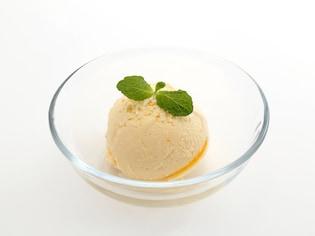 氷と塩でできるアイスクリームの作り方
