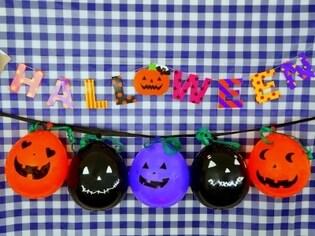 お菓子が飛び出す!ハロウィンのバルーンピニャータ