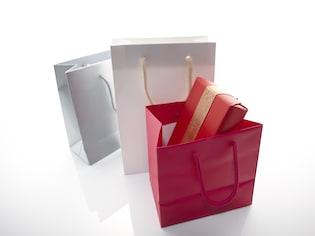 手土産の「渡し方」と紙袋の扱い