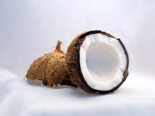 保湿力最強!「ココナッツオイル」で潤い美肌薬膳
