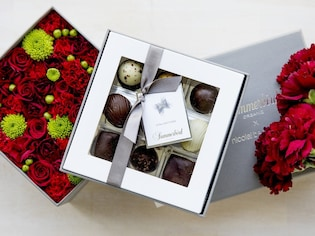 気持ちが華やぐ、お花とチョコレートの特別なギフト