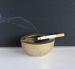 タバコの臭いを徹底消臭!部屋・服・髪用のおすすめ消臭グッズ