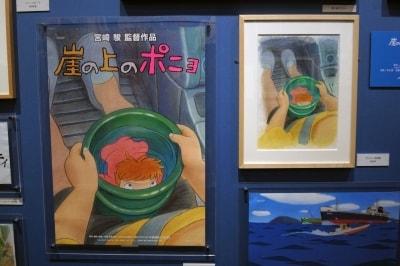 『崖の上のポニョ』の原画とポスター。原画の繊細な色使いにため息