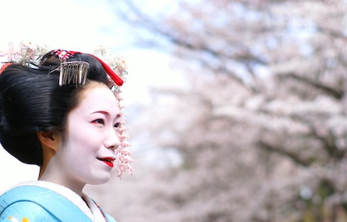 How to Hang with Glamorous Geisha in Kyoto