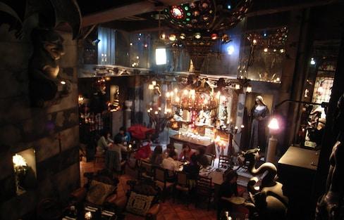 도쿄의 이상한 술집 TOP 6