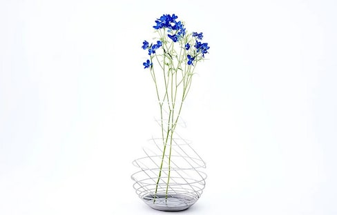 Stylish Flower Vases Showcase Metallic Beauty