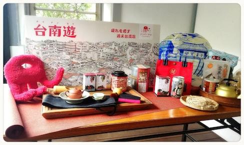 【日本瘋台灣】繼台南街景登上日本雜誌封面,這回讓我們跟著「紅椅頭」一起在東京遊台南!